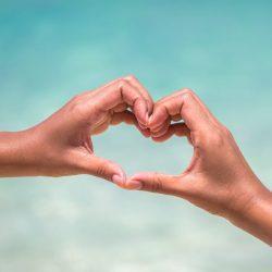 Cœur avec les mains